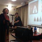 נשים מודדות בורקה במועדון בני ברית בירושלים